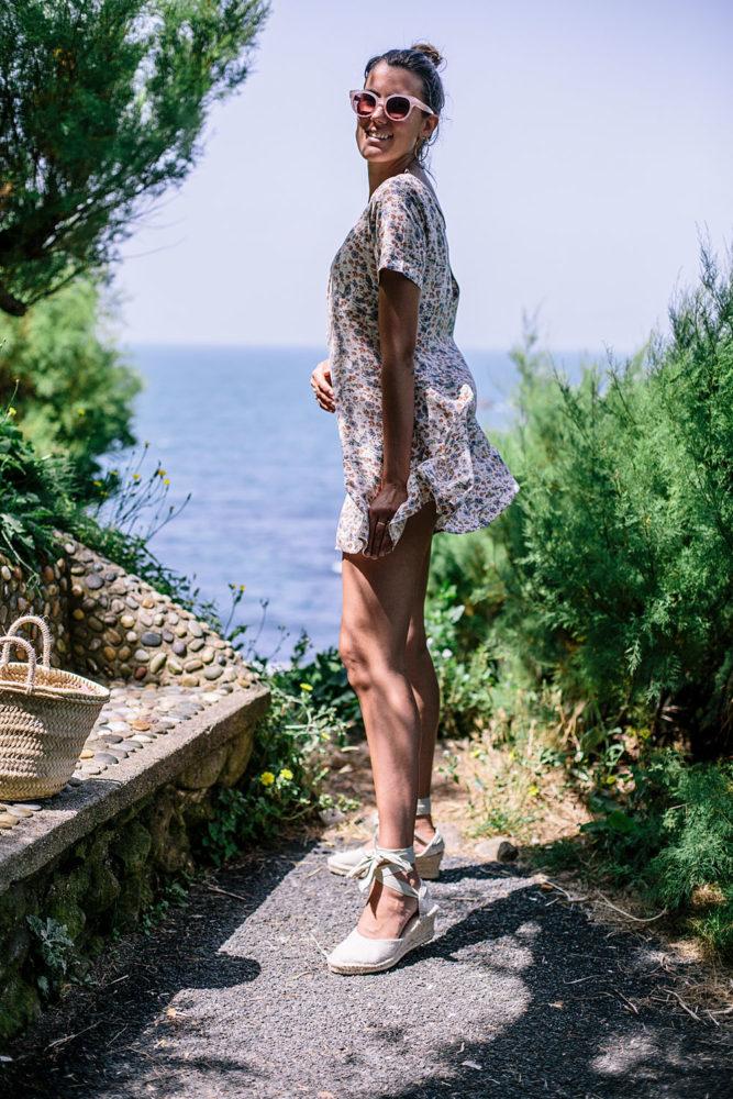 Tenue éco-responsable : robe vintage, espadrilles made in Spain et panier - Bloomers.eco