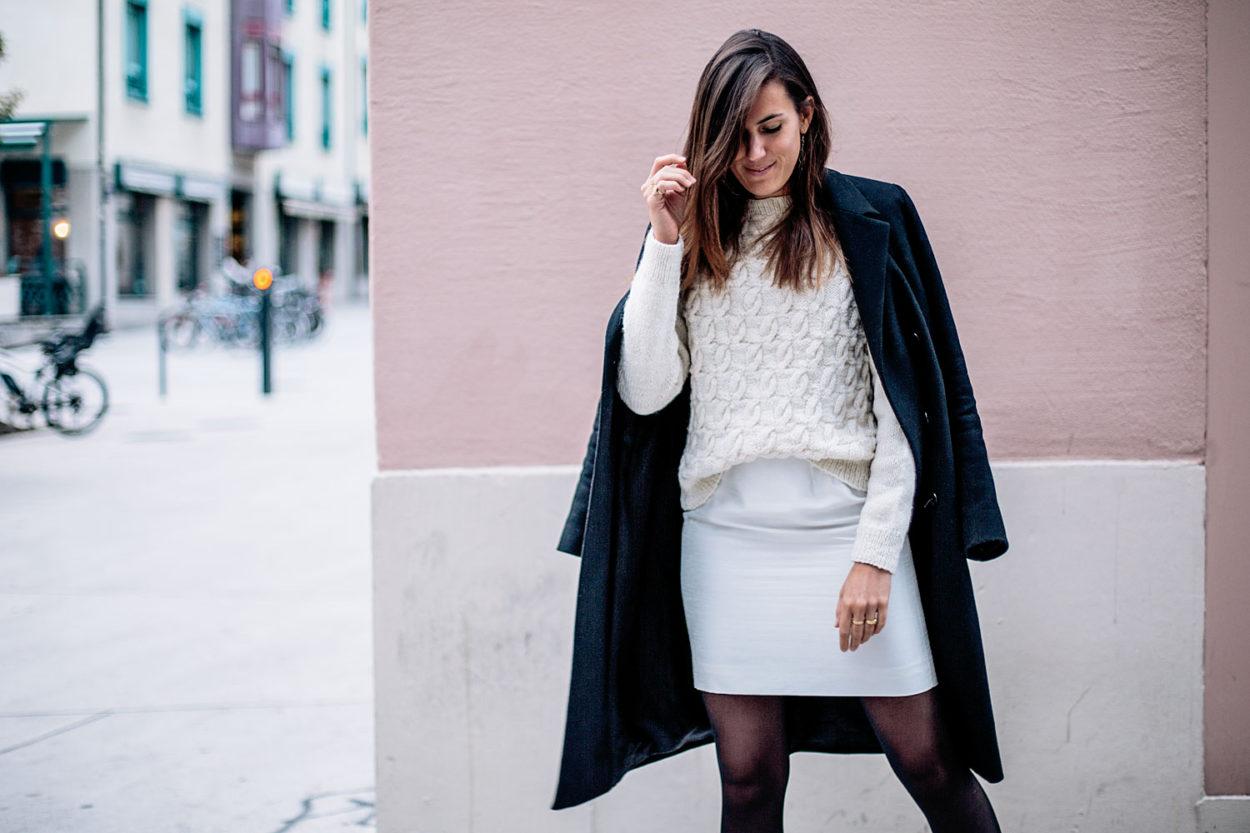 93ec716b366 Look 1   Pull en laine fair-trade ℅ People Tree   Jupe blanche vintage    Collants noirs