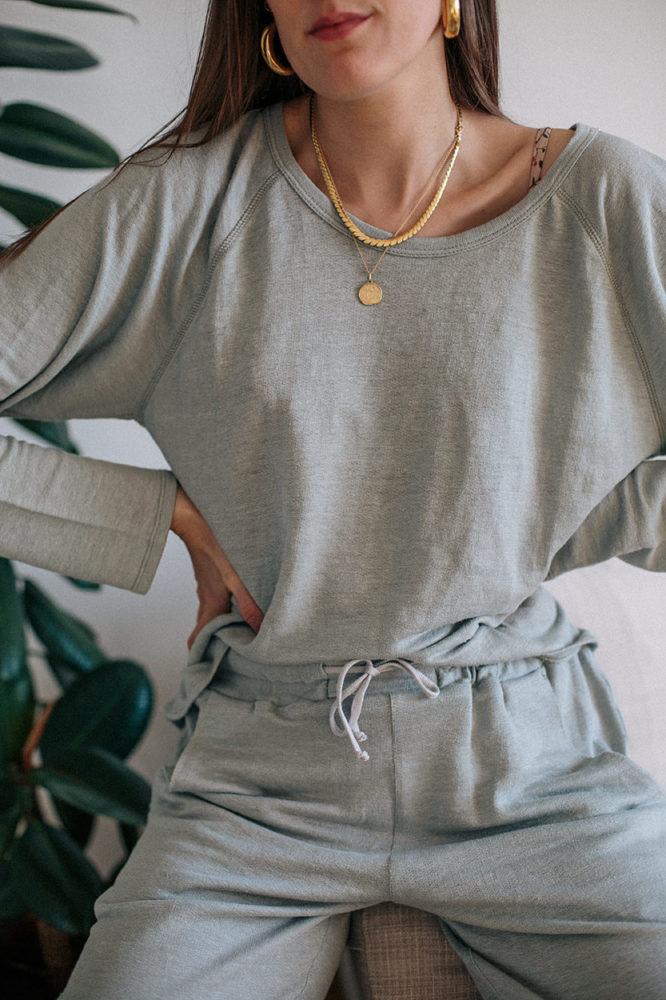 tenue-eco-responsable-69-jogging-en-lin-madein-france-margot-pour-aatise-closeup