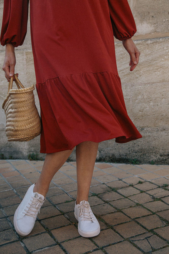 robe-rouge-upcycled-fabric-made-in-france-closeup-margot-guilbert